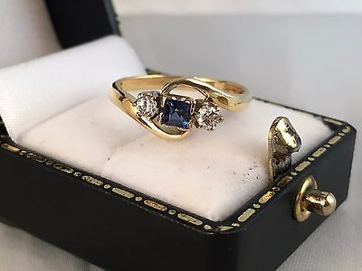 LOVELY 18ct 18K Yellow Gold Art Deco Sapphire & Diamond Trilogy Ring SIZE O