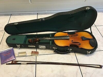 SKYLARK Violin with Case  Needs Attention