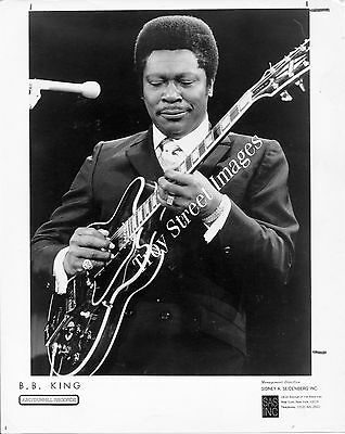 Orig 8x10 promo photo #5 of blues guitarist and singer B.B. KING on stage, 1970s