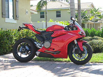 2015 Ducati Superbike  2015 Ducati 1299 Panigale - Low Miles, Adult owned, Pristine perfect condition