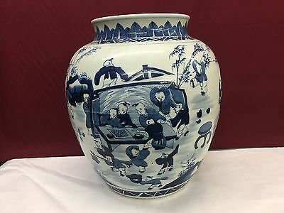 19th CENTURY CHINESE BLUE AND WHITE PORCELAIN JAR