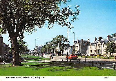 B100155 grantown on spey the square car voiture scotland
