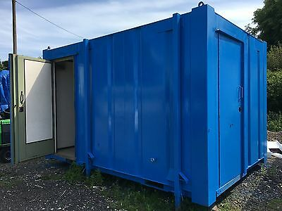 Mobile Toilet/Shower (4.0m x 2.75m) Fully Refurbished - Mobileofficespace.co.uk