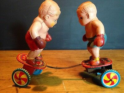 Boxing Wind Up Japan Made Celluloid Red Blue Shorts Boys Tin Toy FPNW