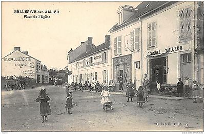 03-Bellerive Sur Allier-Passants Place De L Eglise-N°R2040-C/0299