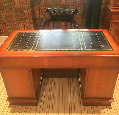 Traditional reproduction kneehole pedestal desk 3 part blackleather top