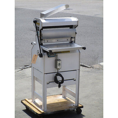 "Oliver 777 Bread Slicer 3/4"" Cut, Great Condition"