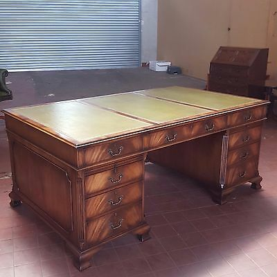 Antique/reproduction Large Flamed Mahogany Leather Pedestal Desk By Gt Rackstraw