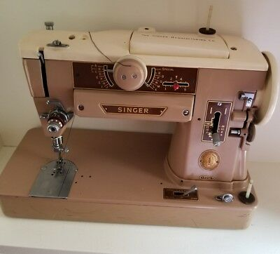 Vintage Singer Sewing Machine With Accessories And Case Model 401A