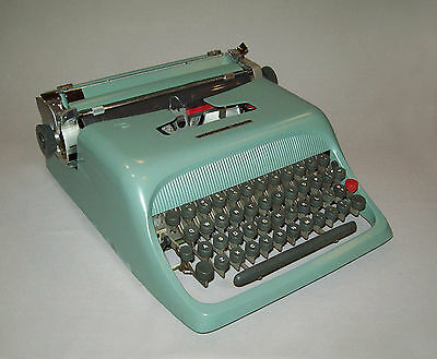 Old vtg 1950s Olivetti Underwood Typewriter Studio 44 portable made Spain W/Case