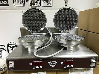 WELLS DOUBLE ROUND WAFFLE BAKER/ IRON - WB-2E 120V 15.0 Amp  GOOD CONDITION