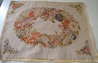 Beautiful Vintage Needlepoint Piece With Floral Wreath Ss863