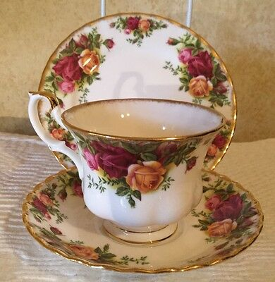 VINTAGE 1962 ROYAL ALBERT OLD COUNTRY ROSES England TRIO CUP SAUCER PLATE ~*mint