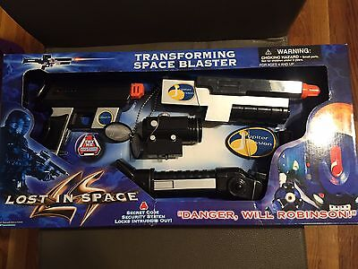 RARE! New MISB Lost In Space TRANSFORMING SPACE BLASTER 1997 Trendmasters