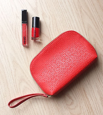 LOT Gloss + Vernis à ongles + pochette - Beauté Parfum Maquillage
