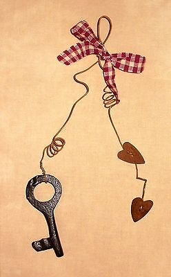 pRiMiTiVe Rusty Wire & Hearts Cast Iron Key Wall Hanging Ornament