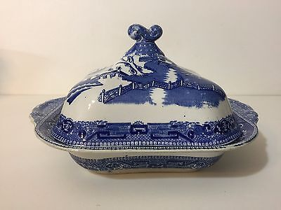W. Ridgway England Semi China Covered Vegetable Dish in Blue Willow Pattern
