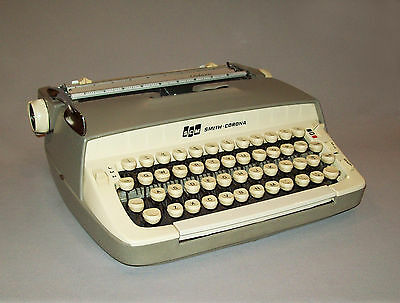 Nice old vtg 1950's Smith Corona Galaxie Typewriter portable works great w/ case