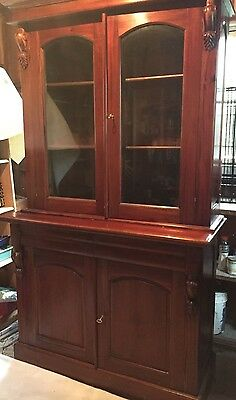 Antique Mahogany Victorian Style Bookcase / Display Cabinet!