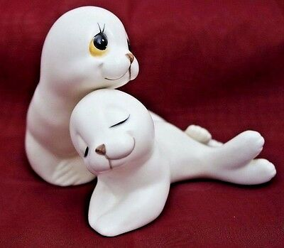 Oxford Ceramics, Mother and Her Pup White Seals Made in Mexico  7/27*200