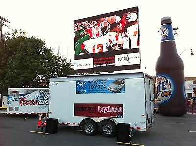 Digital Mobile LED Video Screen on Trailer with Hydraulic Lift that Rotates