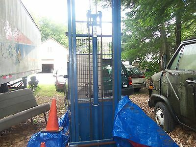 Blue Giant Upright Commercial Lift With Fork Lift AC Chain-Driven heavy load cap