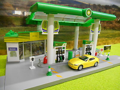 Electronic Bp Petrol Station Garage Forecourt With Lights & Sound 1/64 Brand New
