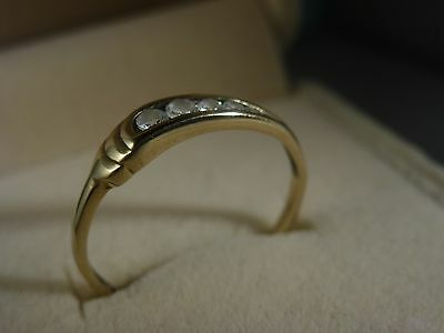 9k 9ct Solid Gold White CZ Ring. Size N 1.06g