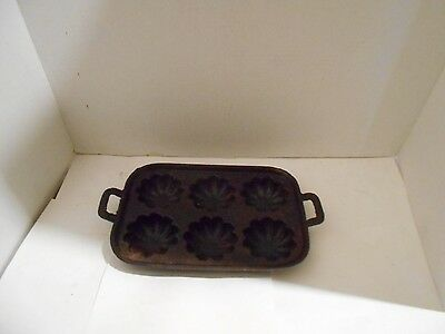 VINTAGE CAST IRON FLOWER CORNBREAD MUFFIN PAN 6 slot MADE IN USA