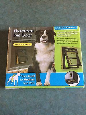 Pillar Flyscreen Pet Door: suitable for Small Pets