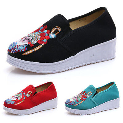 Latest Women Casual Shoes Chinese Exquisite Embroider Flats Lady Leisure Shoes