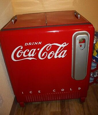 ANTIQUE Authentic Cola Cola Coke Machine - Ice cold drinks!