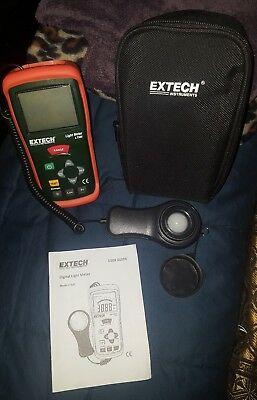 Extech LT300 Handheld Light Meter w/ USER GUIDE AND STORAGE BAG