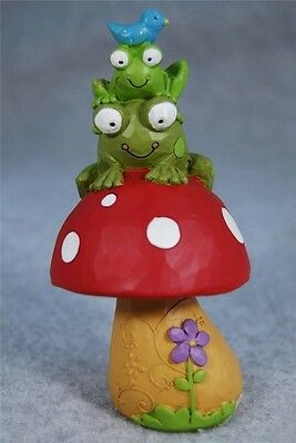 BLOSSOM BUCKET FAIRY GARDEN FROGS w/BIRD ON MUSHROOM - TINA LEDBETTER 131-87182B