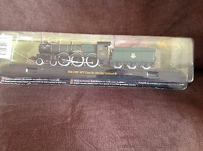Model train collection 1936 GWR No 5051 Earl Bathurst on railway display stand