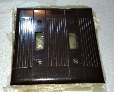(Lot of 4) Vintag Brown Ribbed Face Bakelite Two Gang Toggle Switch wall plates