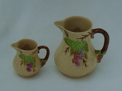 """Wade """"bramble"""" Pair Of Jugs ~ Excellent"""