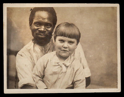 WISE FACE OLD BLACK MAN MENTOR w LOVING WHITE BOY on LAP~ 1930s VINTAGE PHOTO