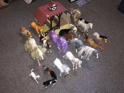 HUGE LOT OF HORSES AND STABLE TOY FOR DOLLS Pony