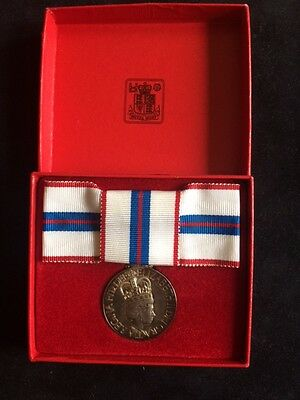 Boxed Mint Queens Silver Jubilee Medal 1977