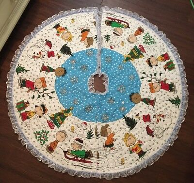 Peanuts Christmas Tree Skirt Quilted Fabric Charlie Brown Snoopy COMPLETED