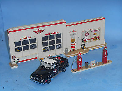 Matchbox Collectibles YRS02-M 1953 Ford F100 with Rare Mar Pro Flying A Gas Stat