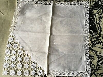 Beautiful Vintage Lace Edged Pure Linen Handkerchief Hanky 24 x 24cm | Perfect