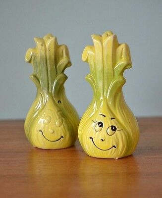 Vintage leek salt & pepper shakers kitsch Japan ceramic yellow spring onion CGT1