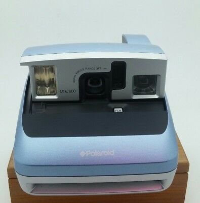 Polaroid ONE600 Classic Instant Camera in EXCELLENT condition