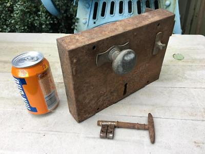 "ANTIQUE VINTAGE LARGE 9"" x 6.25"" GEORGIAN IRON RIM DOOR LOCK & KEY 3.5KG WORKING"