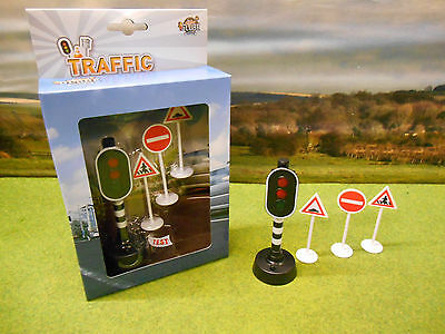 Kids Globe Toy Working Electronic Traffic Light & Road Signs With Battery *new*