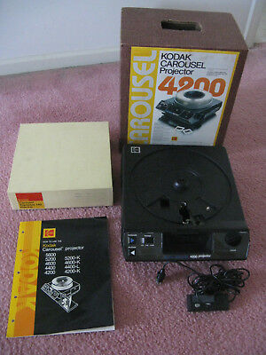 Kodak 4200 Carousel Slide Projector With Remote + 1 140 Slide Carousel + Manual