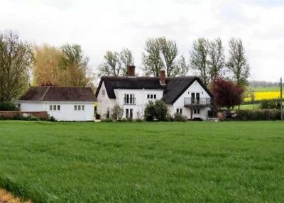 Beautiful Country Cottage, Thatched Roof, Stunning Views & Close to M1