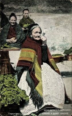 Ak Irish Street Merchant having a quiet smoke, Irische... - 1668990
